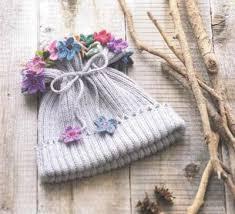 Вязание весенней шапочки. Богатство красок и фасонов